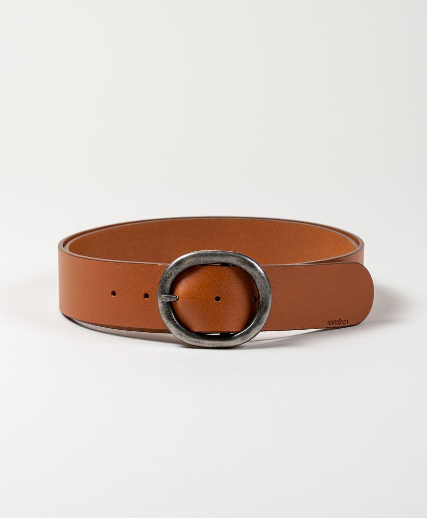 Cinturón de piel con hebilla basica