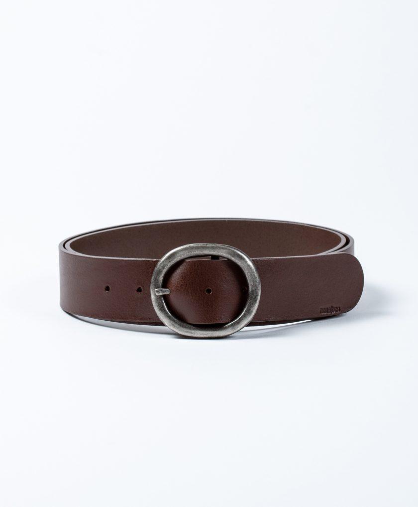 Cinturón de piel de calidad con hebilla básica