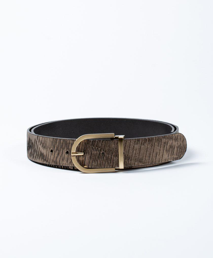 Espectacular cinturón de piel con hebilla dorada combinada con una correa de piel dorada efecto metalizado