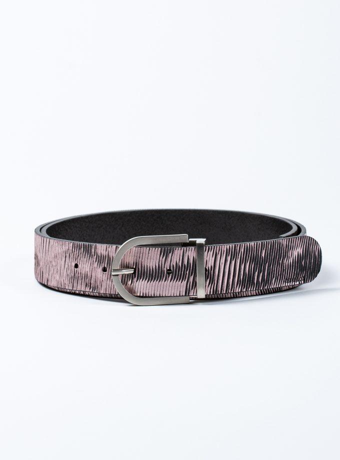 Cinturón de piel rosa metalizado con hebilla minimalista en acabado plateado de excelente calidad