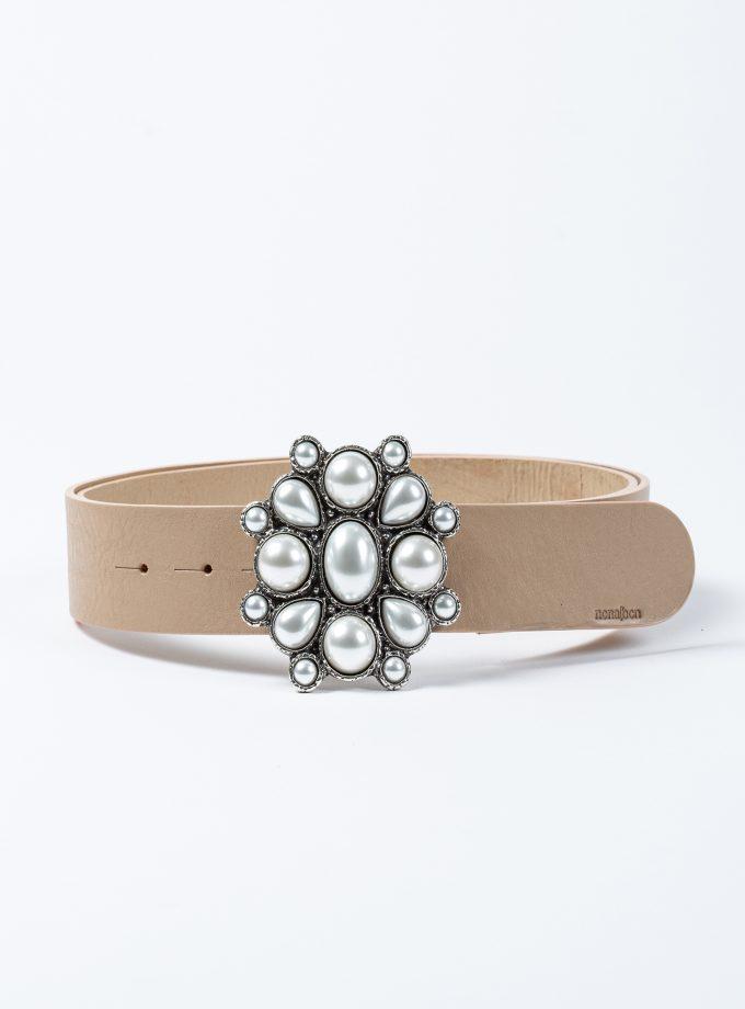 Cinturón de piel color nude con hebilla joya rosetón con perlas