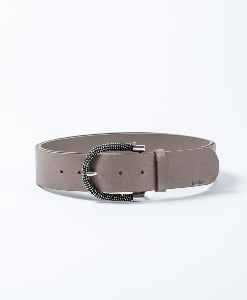 Cinturón de piel de calidad con hebilla joya